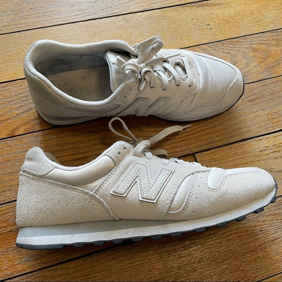 New Balance 373 Off White & Glitter Sneakers - 10